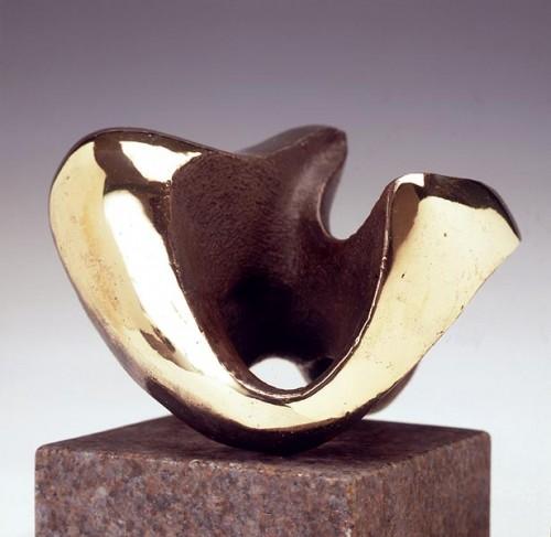 Fotograf: Lars SvensonVærk  titel: Vende skulptur Værk  type: Skulptur Materiale: Bronze Størrelse: 8x12 cm Færdiggjort: 1995
