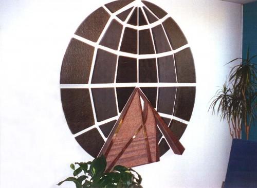 Fotograf: Eget fotoVærk  type: Relief Materiale: Skifer, granit Størrelse: 250x250 cm Færdiggjort: 1989 Placering: ABB Stamholmen, København