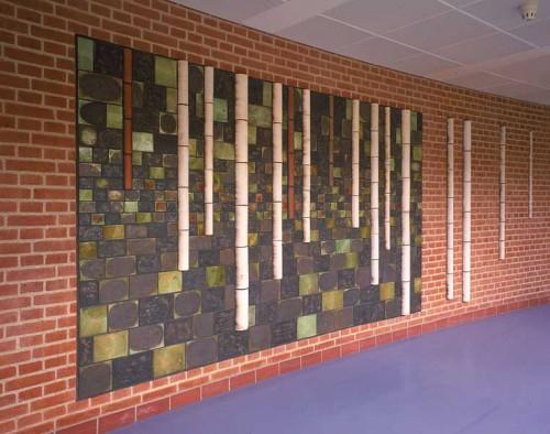 Fotograf: Ivar MjellVærk  titel: Birkene (udsnit) Værk  type: Relief Materiale: Rakubrændt lertøj Størrelse: 192 x 230 cm + 4 fritstående elementer Færdiggjort: 2000