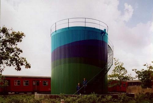 Fotograf: Eget fotoVærk  titel: Uden titel Værk  type: Udsmykning af olietank Færdiggjort: 1990 Placering: DSB, Tåstrup, Kbh.