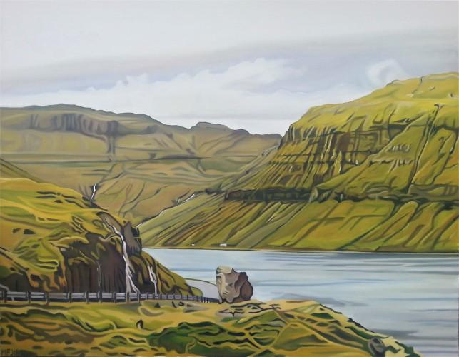 En vej snor sig rundt om et fjeld i forgrunden, foran en fjord og store fjelde med vandfald længere tilbage. 90x70 cm.