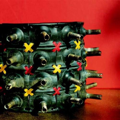 Fotograf: Eget fotoVærk  titel: Airborn Værk  type: Skulptur Materiale: Gummi Størrelse: 12 x 20 x 20 cm Færdiggjort: 2002