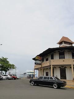 Antigua Capitanía del Puerto. COSTA RICA 300D MERCEDES LANG LIMOUSINE